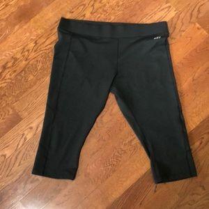 Pants - Women's Capri leggings